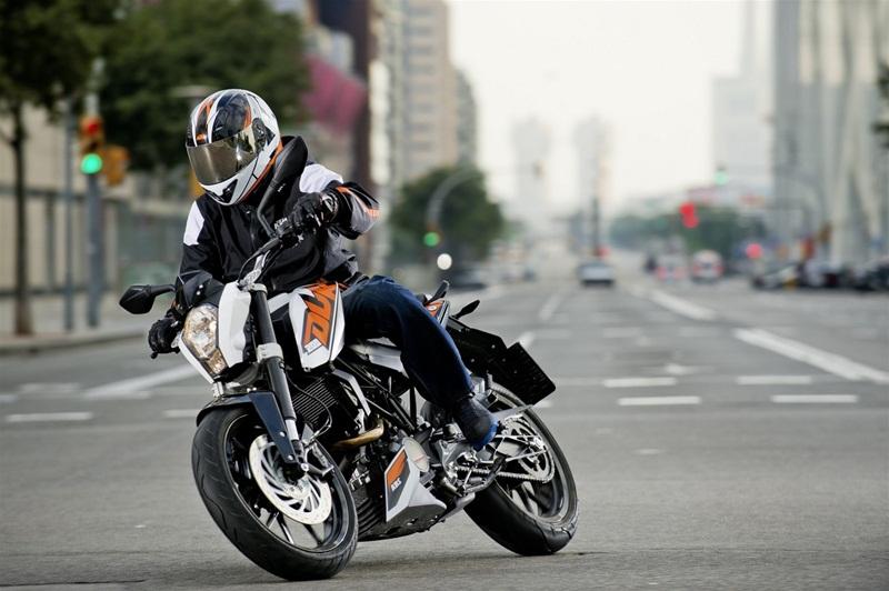 Мотоциклы KTM 125 Duke и KTM 200 Duke - теперь с АБС