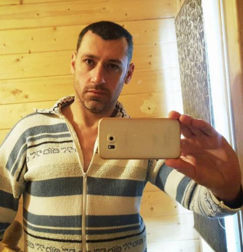Слава Дворецков намекнул на расставание с Тори Карасевой