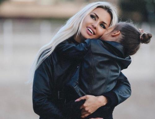 Виктория Боня своим нарядом довела дочь до слез